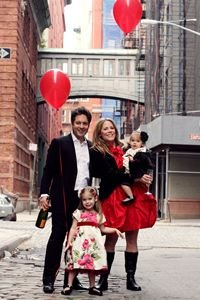 Professional Holiday Portraits in NYC: Photo Studios and Photographers for Families