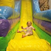 Things to do with kids: Bounce 'N Play in Astoria: A New Queens Drop-in Play Space with Bouncy Houses