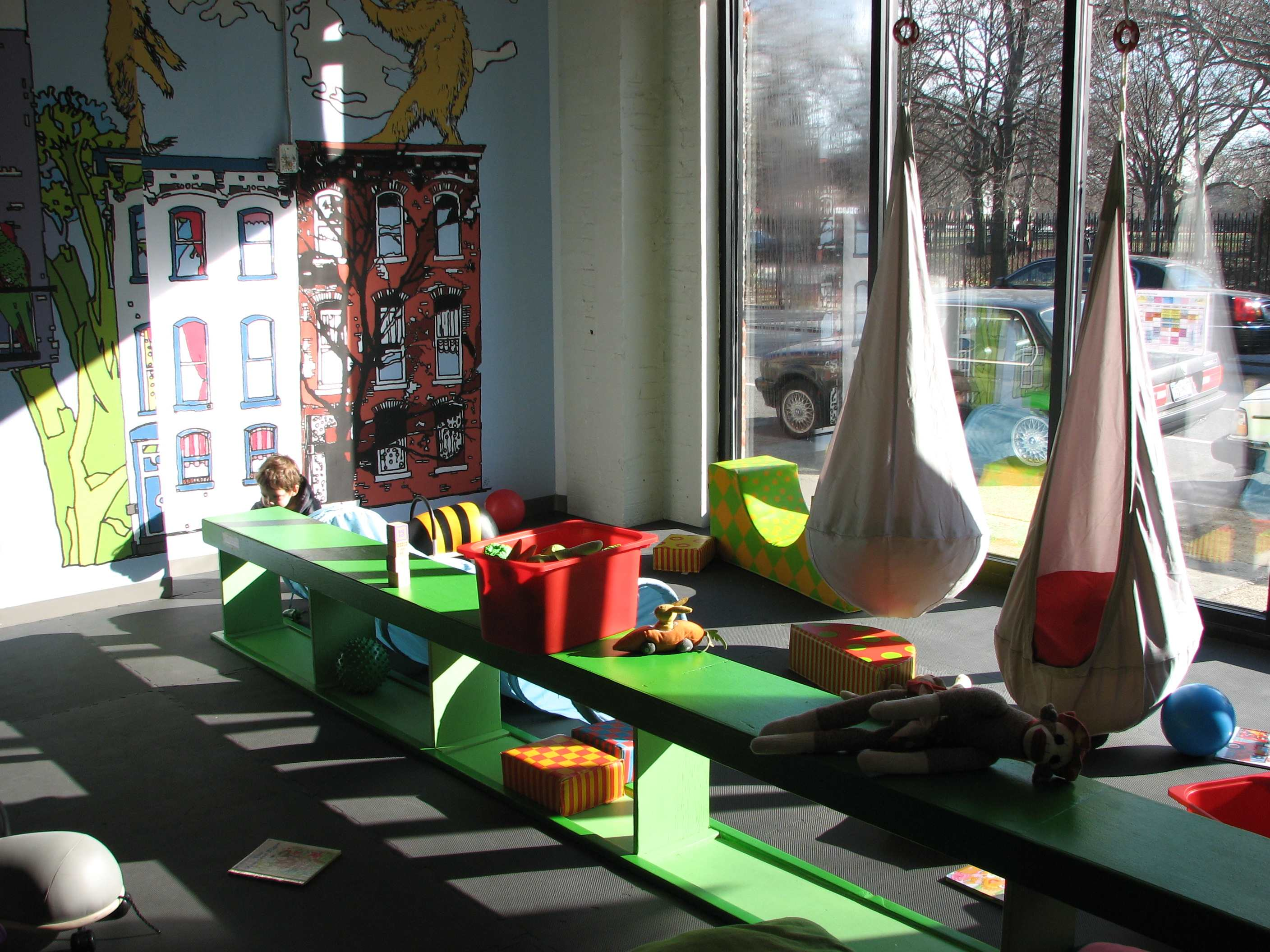 Play greenpoint the perfect indoor play space in brooklyn for Indoor playground design ideas