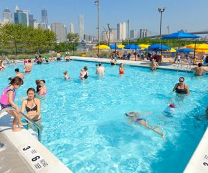 Labor Day Weekend 2018 is the the last weekend to enjoy the amazing Pop-Up Pool in Brooklyn Bridge Park. Etienne Frossard for BBP