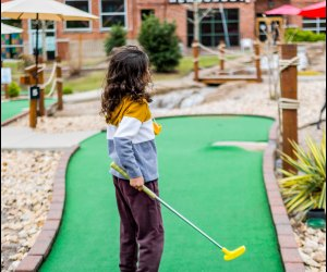 Fun Activities for Grandparents To Do with Kids: Play mini golf