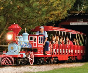 Best Farms for Family Fun and Entertainment in Chicago: kids on small train around the farm
