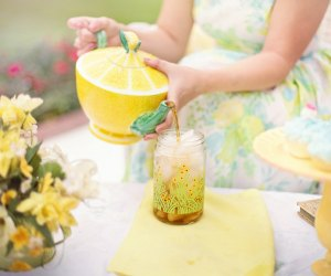 Fun Activities for Grandparents To Do with Kids: Hae a tea party