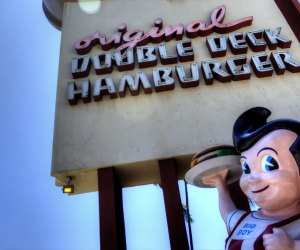 LA Restaurants with Outdoor Seating for Kids: Bob's Big Boy has loads of outdoor seating