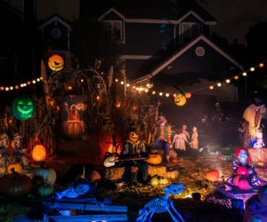 Home Haunts and Amazing Halloween Decorations in Los Angeles: Toluca Lake
