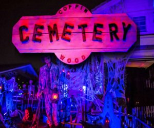Home Haunts and Amazing Halloween Decorations in Los Angeles: Coffinwood Cemetery
