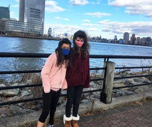 girls with view Liberty State Park