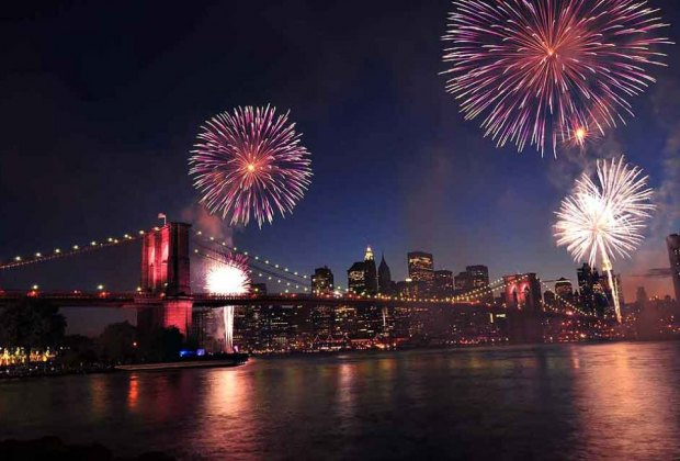 Macy's fireworks are back at the Brooklyn Bridge for 2019!  Photo courtesy of the Seastreak