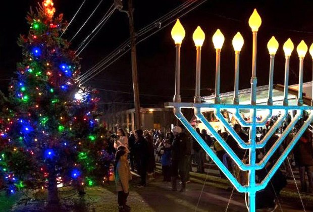 Join in as Lynbrook welcomes the holiday season. Photo courtesy of Lynbrook Chamber of Commerce