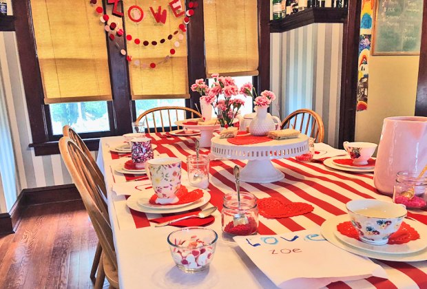 Decorate the house for Valentine's Day this year.