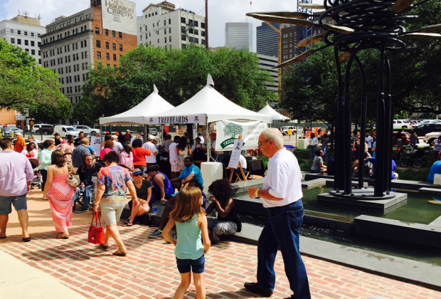 Cajun food, crawfish, and a crazy good time are guaranteed at Bayou Jamboree/Photo via Market Square Park