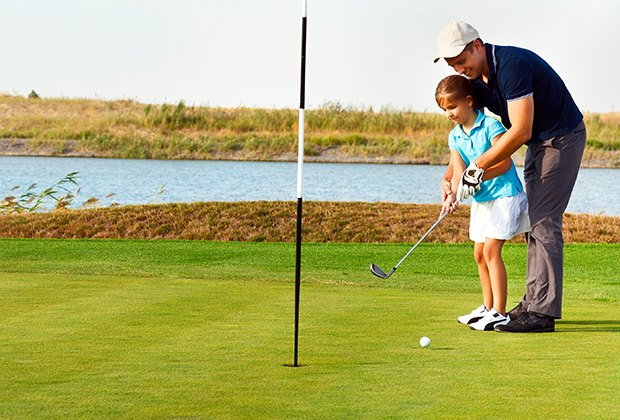 Learn the game and enjoy some parent-child bonding at one of Long Island's par-3 courses. Photo via Bigstock.