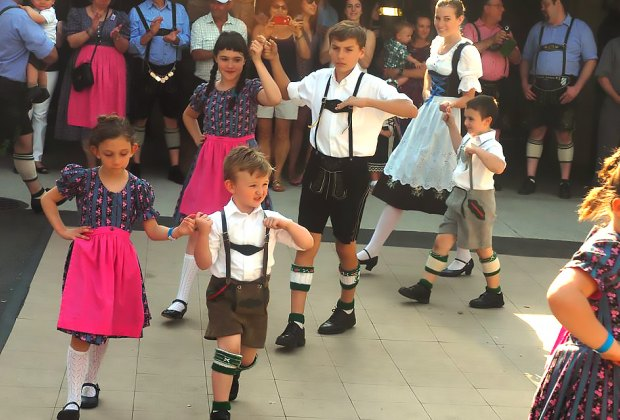 Enjoy traditional Bavarian song and dance at Plattdeutsche Park this weekend. Photo courtesy of the park