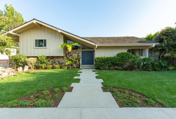 FREE Things Kids Can Do in LA: See the Brady Bunch House