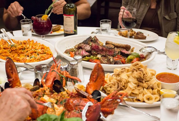 25 Nyc Restaurants Serving Family Thanksgiving Dinner