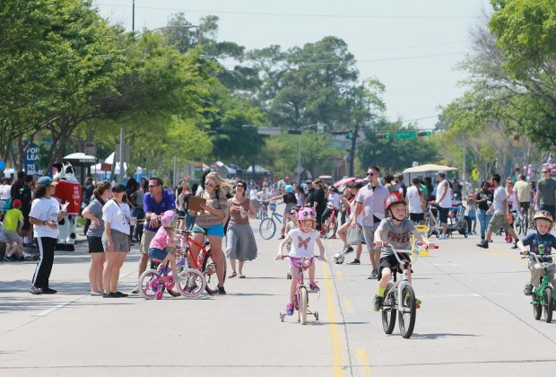 Hit the streets with friends and family to meet new faces at Cigna Sunday Streets./Photo courtesy of Richard Carson.