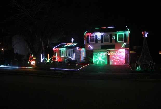 Colonial Drive Lights