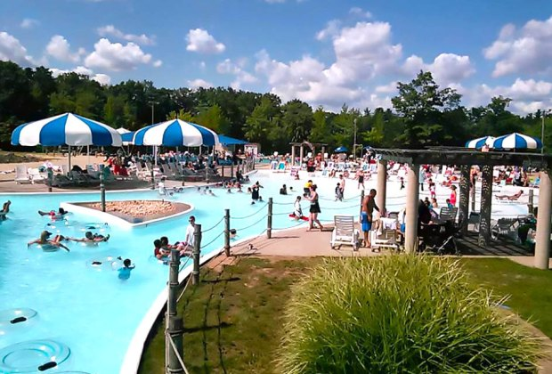 Best Nj Swimming Pools With Day Passes For Families And Kids Mommypoppins Things To Do In New Jersey With Kids
