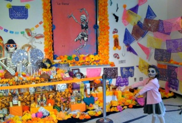 El Museo is also famous for its annual cultural celebrations, like Day of the Dead...