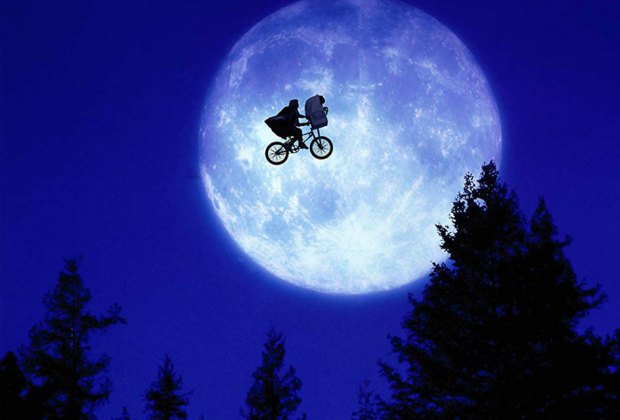 Watching E.T. under the stars is summer bucket list–worthy! Photo courtesy of Universal Studios