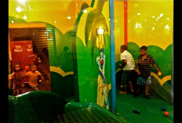 Flunch play room.