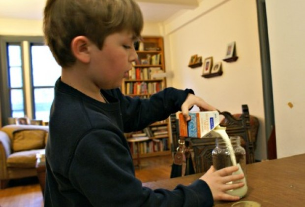Pour cream in a jar and add a marble as an agitator.
