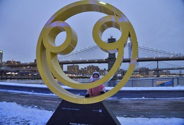 Happiness public art sculpture in lower Manhattan