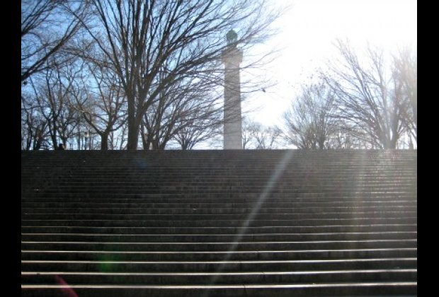 The steps leading up to the Prison Ship Martyrs Monument