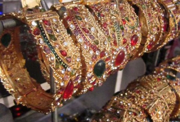 Pick up Indian jewelry and bangles for children