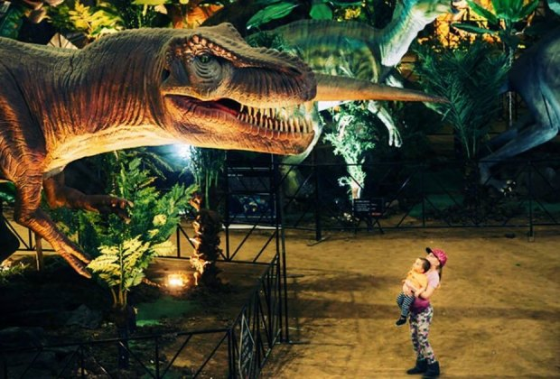 Kids get up close and personal with animatronic dinosaurs at Jurassic Quest. Photo courtesy of Jurassic Quest.h