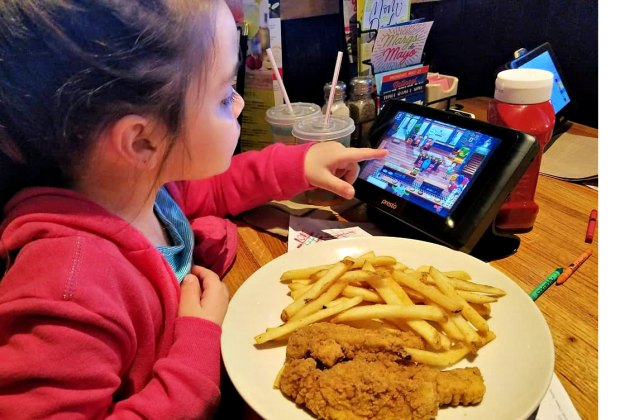Keep the kids busy at Applebee's with games on a tableside tablet. Photo by Anne Caminiti - Momee Friends of Long Island  www.momeefriendsli.com