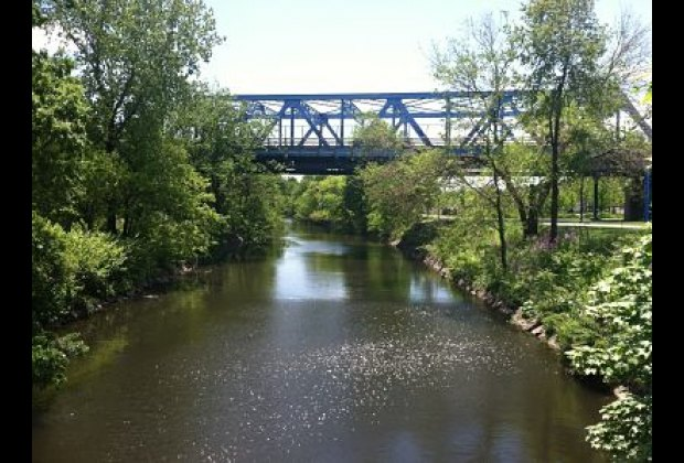 It also offers georgous views of the Bronx River