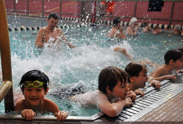 Register for free swim classes at NYC Parks.