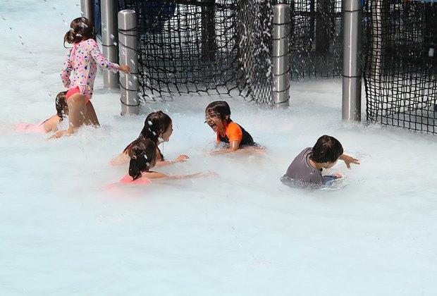 Water Playgrounds and Spraygrounds for Chicago Kids: Splash Island