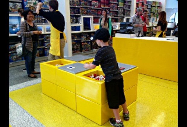 Make your own minifig at the Mini Master Builder Bar