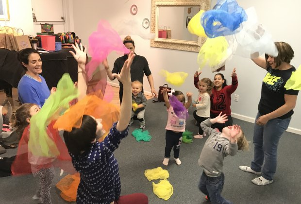 Larchmont Music Academy offers weekly KinderMusik classes for kids ages 4 months to 6 years and parents/caretakers.