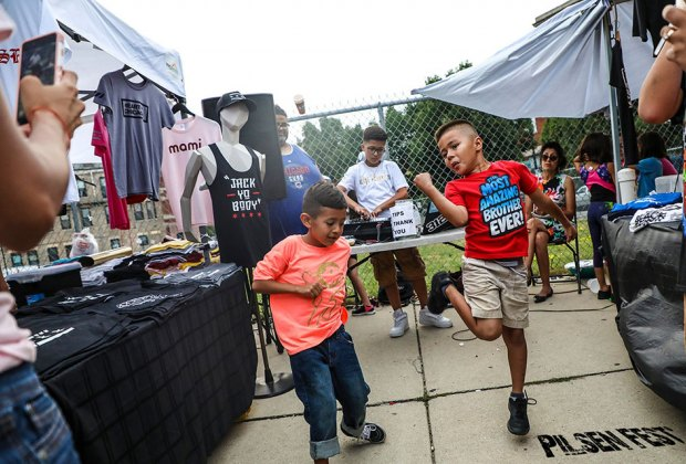 Get your groove on at Pilsen Fest. Photo by Carolina Sánchez