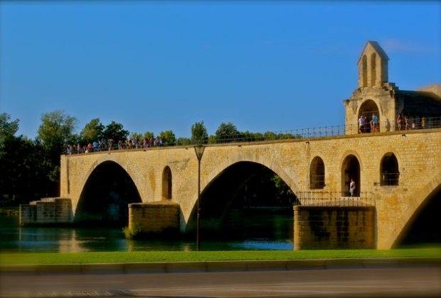 The famous Pont d'Avignon