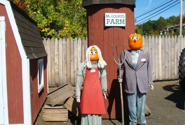 "Meet some new ""friends"" at Pumpkintown USA. Photo courtesy of Connecticut Office of Tourism"