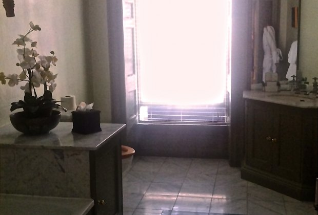 Large and sunny bathrooms at The Queensberry Hotel