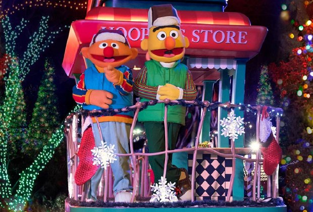 Christmas Events Philadelphia December 2 2021 Holiday Light Shows Drive Thru And Drive By Christmas Displays In Philly For 2020 Mommypoppins Things To Do In Philadelphia With Kids