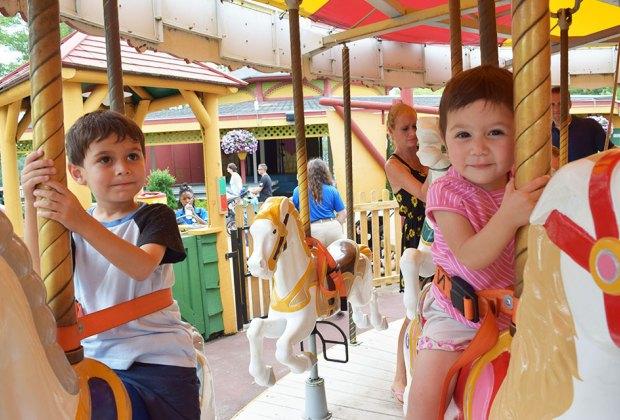 kids kid a ferris wheel