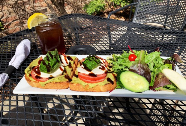 Chicago-Area Outdoor Restaurants for Families: The Hen House