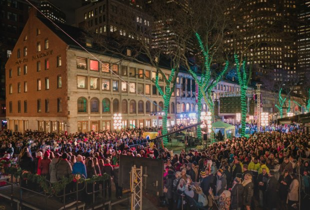 Bostonians' flock to the 2017 debut of Blink! Photo courtesy of Matt Conti and NorthEndWaterfront.com