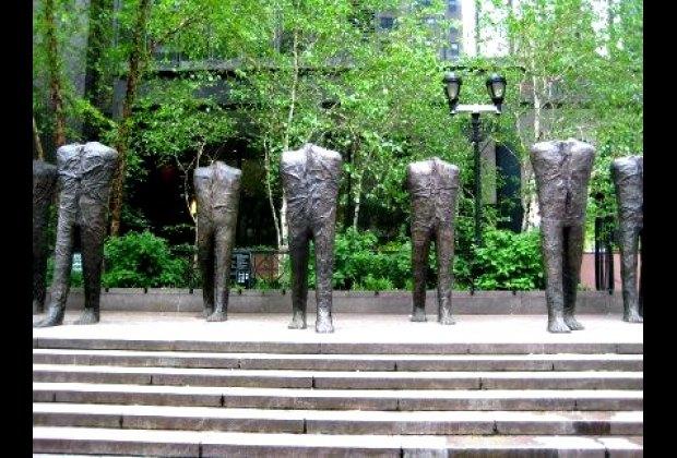 Magdalena Abakanowicz's Walking Figures in Dag Hammarskjöld Plaza