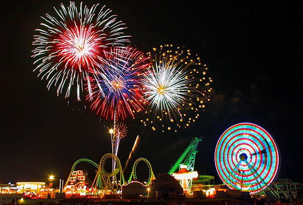 Willdwood's 4th of July celebration includes a parade, live music, and spectacular fireworks. Image courtesy of the Greater Wildwoods Tourism Authority.